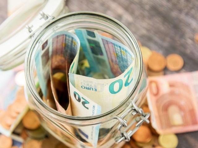 Warum wir so viel sparen wie nie zuvor – und trotzdem ärmer werden