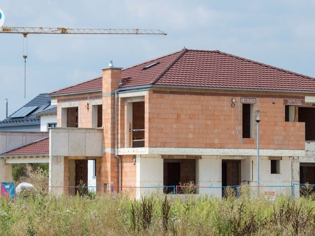 Zinsen für Baukredite niedriger denn je? Lohnt sich jetzt das Eigenheim?