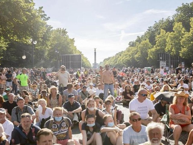 Demos in Stuttgart am Samstag - ITler, Busunternehmer, QAnon-Anhänger: Die Hintermänner der Anti-Corona-Bewegung