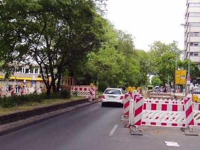 Auhausen - Nach einem missglückten Überholmanöver hat ein Autofahrer in Bayern einen Mann geohrfeigt.