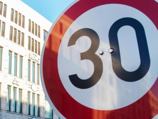 """Tempo 30 überall - """"Blinder Autohass"""": Riesen-Krach zwischen Grün-Rot um Tempo 30 in München"""