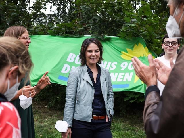 Grüne Ideen: Baerbock will Ministerium für Einwanderung