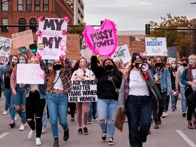 News zur US-Wahl 2020: Tausende marschieren bei Anti-Trump-Protesten in den USA