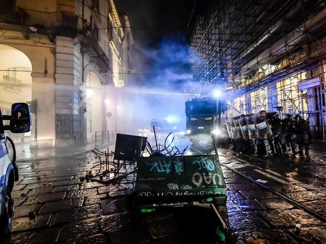 Proteste gegen Corona-Maßnahmen in Italien eskalieren