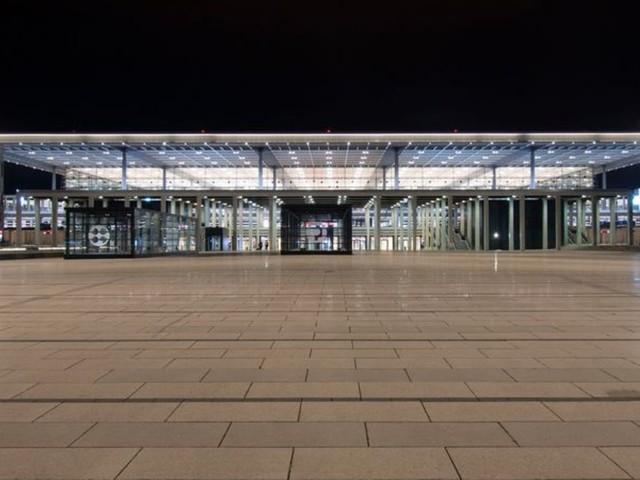 Hauptstadtflughafen: Nach einem Jahr sucht der Flughafen BER noch Anschluss