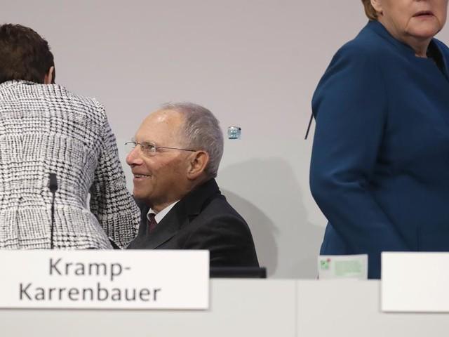 Kampf um CDU-Vorsitz im Live-Ticker - CDU-Chefin AKK antwortet auf K-Frage - Partei stimmt für Migrationspakt