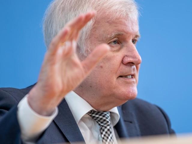 """Seehofer kritisiert """"Egoismus"""" Wiens bei Migration"""