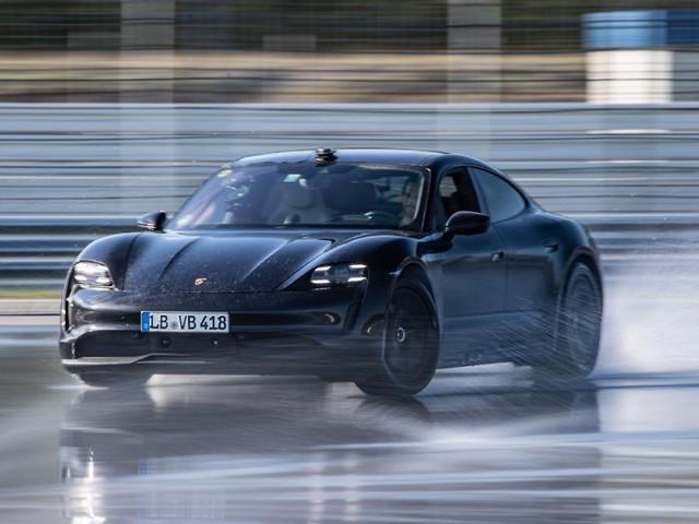 Rekord fürs Guinness-Buch: Porsche Taycan - 210 Runden in der Drift