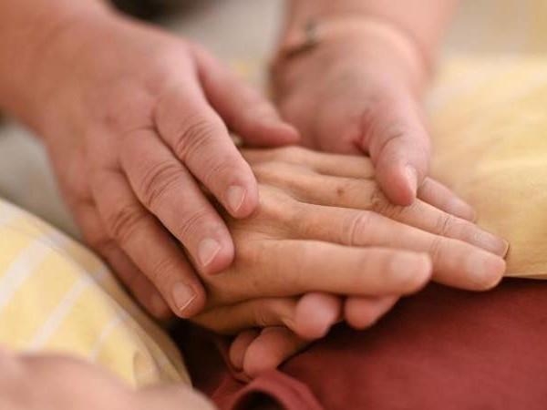 Ängste nehmen: Mehr Schmerzexperten sollten in der Pflege imEinsatz sein