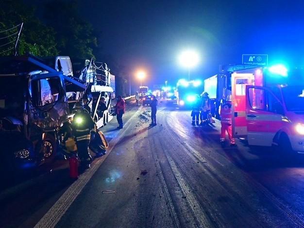 Unfälle auf NRW-Autobahn: Klärschlamm über mehrere Kilometer verteilt