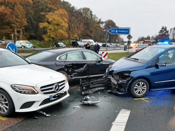 Unfall: Schwerer Unfall an Autobahn-Auffahrt Freudenberg