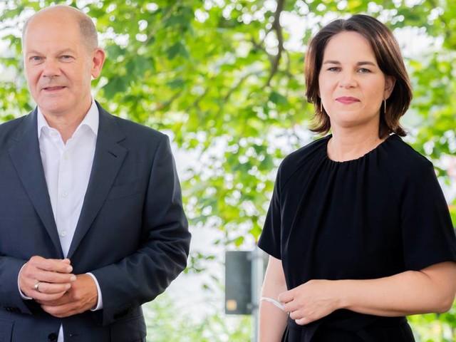 Gewalt gegen Frauen: Scholz und Baerbock fordern Rechtsanspruch auf Schutz