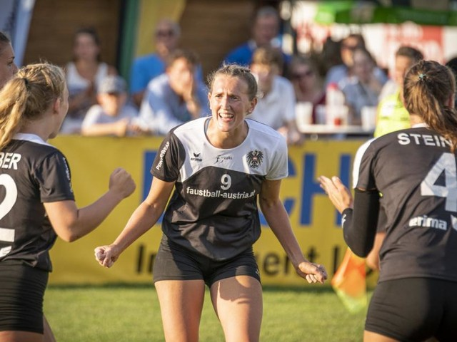 Das Damen-Faustball-Nationalteam steht bei der Heim-WM im Finale