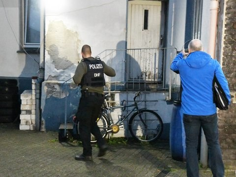 Raum Köln und Ruhrgebiet: Hunderte Polizisten im Einsatz gegen irakische Rocker