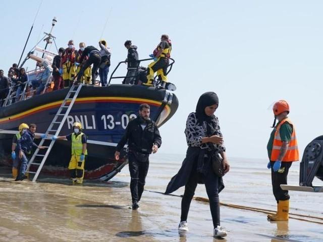 Behörden erwarten Tausende weitere Migranten am Ärmelkanal