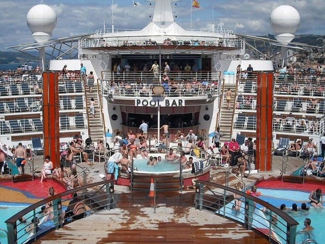 Kreuzfahrt-Mitarbeiter beichten: DieseSkandalesind auf hoher See wirklich passiert