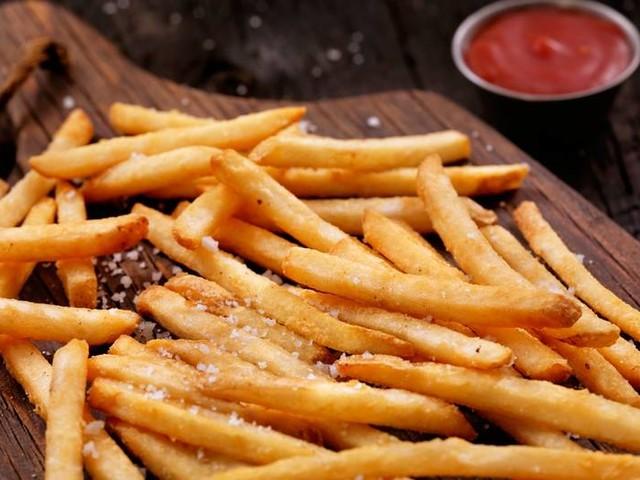 Zu viel Salz in Lebensmitteln: So viel Salz darfst du maximal essen