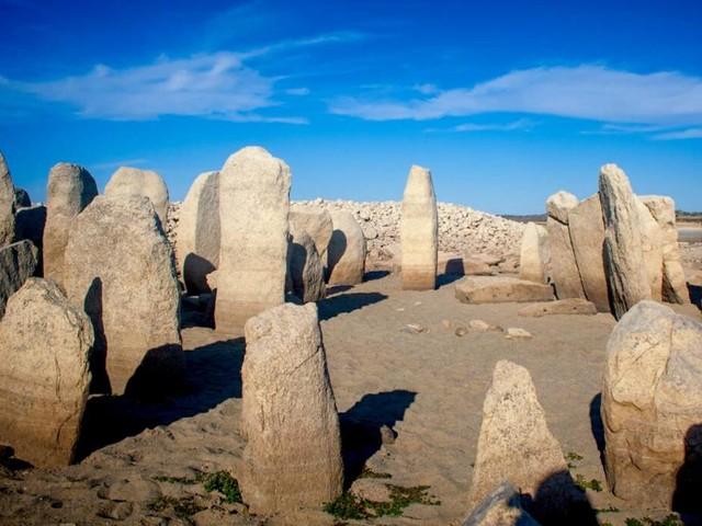 """Nach 50 Jahren wieder aufgetaucht: Dieser Ort gilt als das """"Stonehenge von Spanien"""""""