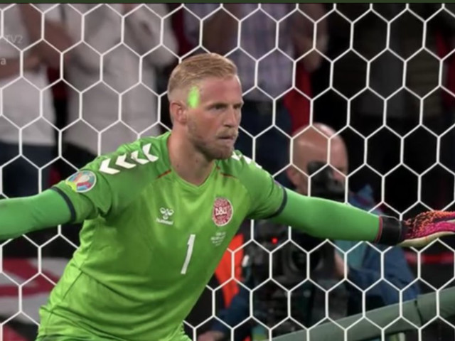 EM-News – Laserpointer-Attacke auf Dänen-Keeper: Jetzt ermittelt die UEFA gegen England