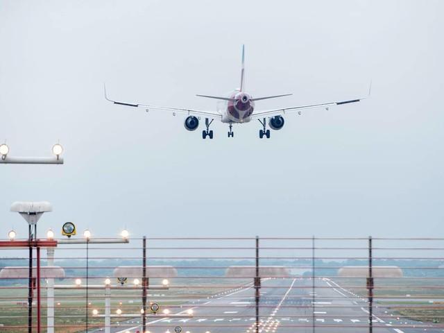 News von heute: Weltkriegsbombe entschärft: Keine Starts und Landungen für Flieger in Hamburg