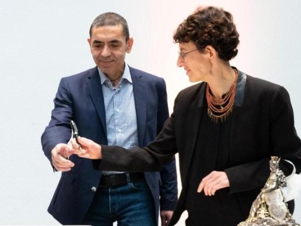 Auszeichnung: Biontech-Gründerpaar erhält Ehrendoktorwürde in Köln