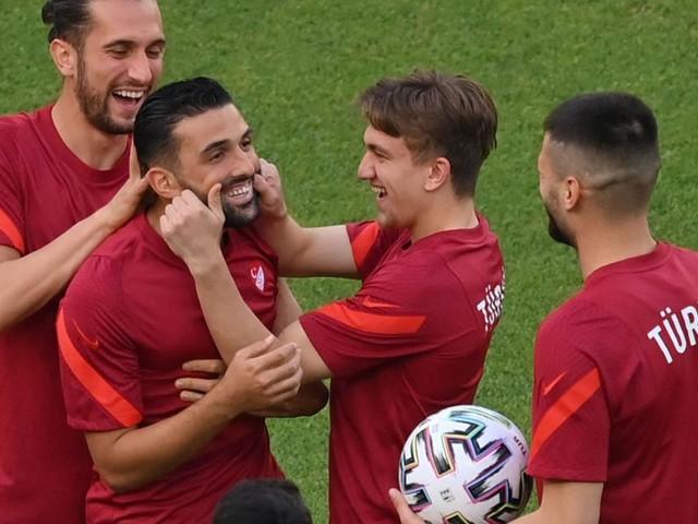 """Nach Fehlstart: Türkei im """"Heimspiel"""" gegen Wales um Pflichtsieg"""