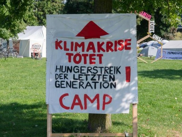 Berlin: Zwei Klimaaktivisten kündigen Durststreik an