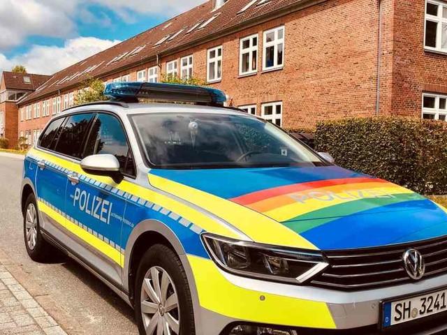 Aktion zum CSD: Lübecker Polizei zeigt Regenbogenflagge