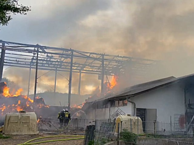 Großbrand auf Bauernhof im Bezirk Mödling