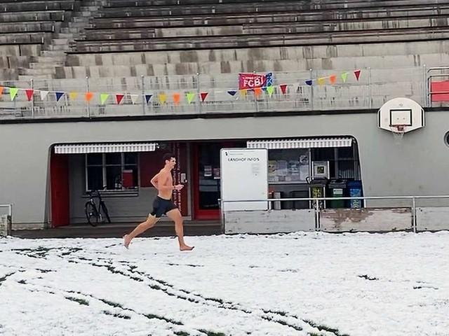 Barfuß im Schnee: Max Weigand und sein spontaner Weltrekord-Lauf