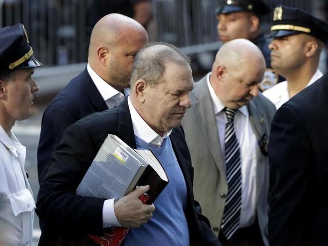Harvey Weinstein stellt sich den Behörden in New York