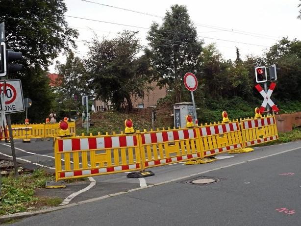 Umleitung: Wattenscheid: Bahnübergang gesperrt - Anwohner stinksauer