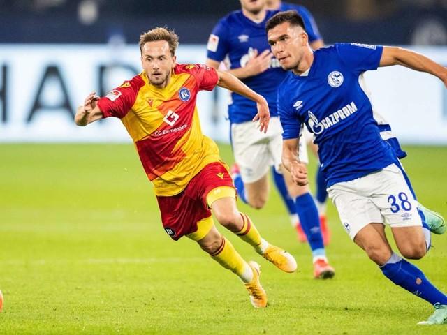 Zweite Bundesliga: Karlsruher SC gewinnt in Überzahl gegen Schalke 04