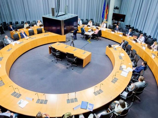 Tag eins im Wahlausschuss des Bundestags: DKP nicht zur Bundestagswahl zugelassen – SSW kann antreten