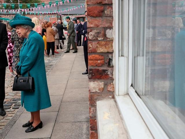 England: Queen scherzte mit amerikanischen Touristen – weil die sie nicht erkennen