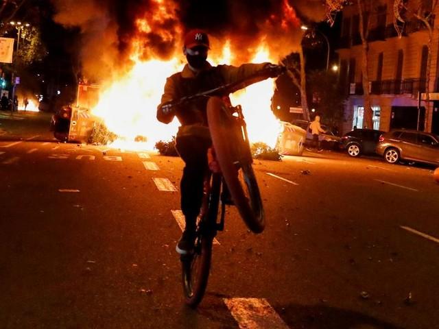 Barcelona: Krawalle bei Protesten gegen Corona-Maßnahmen