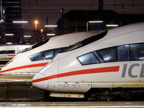 ICE-Passagiere müssen auf offener Strecke den Zug wechseln