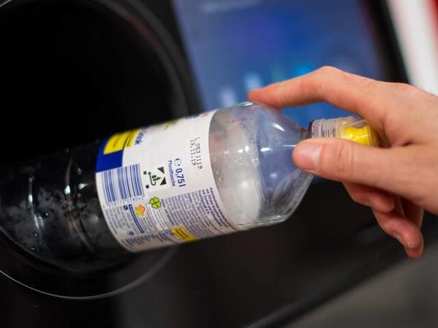Zzgl. oder inklusive? Pfand für Flaschen und Gläser bereitet BGH-Richtern Kopfzerbrechen