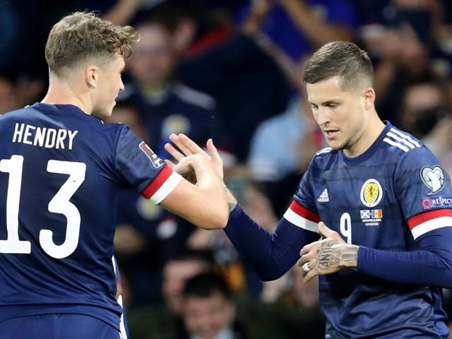 Im Gegensatz zu Österreich: Schotten und Dänen feiern knappe Siege