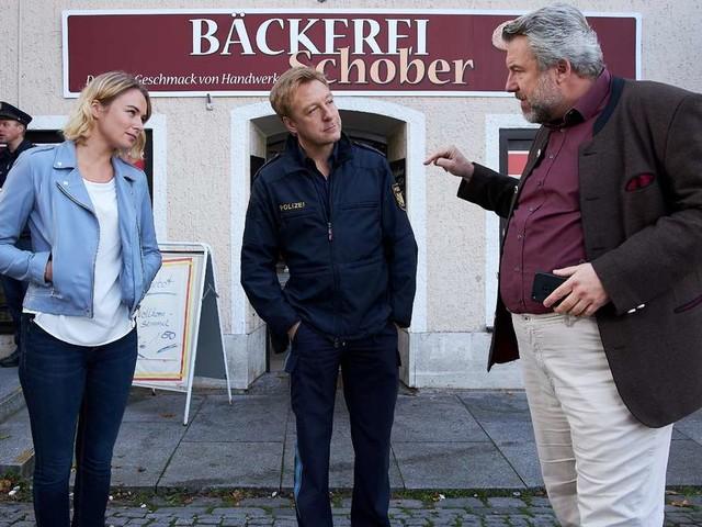Dieter Fischer lüftet Geheimnisse vom Rosenheim-Cops-Set: Darum hat er zwei Weißwurst-Dosen im Schreibtisch