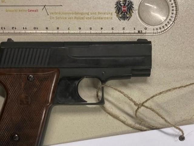 Mann drohte mit Waffe wegen Einhebung von Rundfunkgebühren