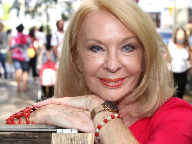 Gerda Rogers begeistert im Badeanzug: Mit fast 80 noch eine Mega-Figur