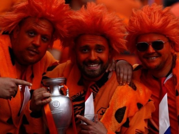 Oranje drittes Team im EM-Achtelfinale - Österreich muss bangen