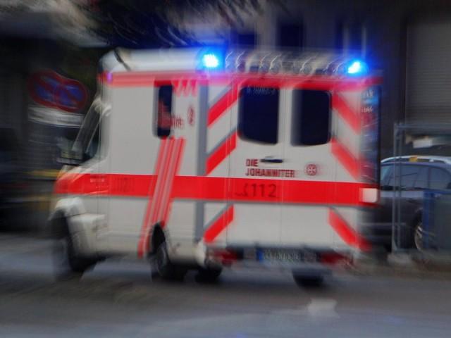 Wiesbaden: Radmuttern von parkendem Rettungswagen gelöst
