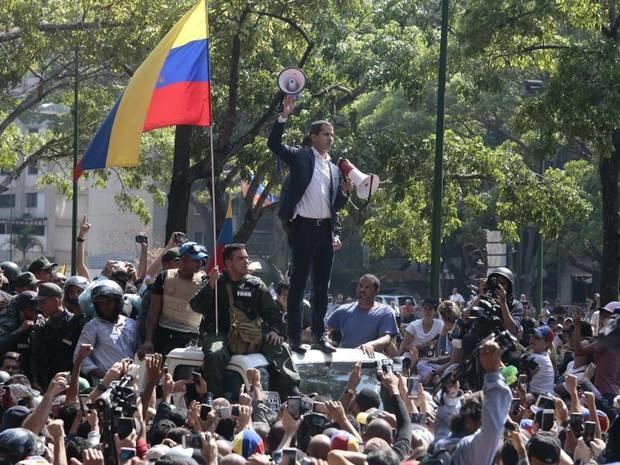 Kraftprobe in Caracas: Machtkampf in Venezuela: Guaidó ruft zu Massenprotesten auf
