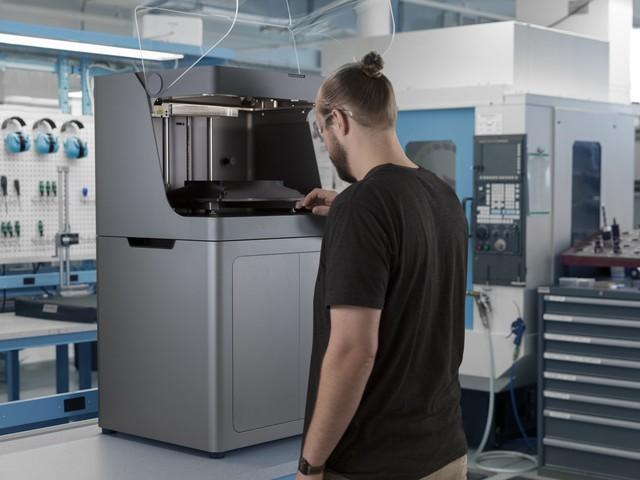 Solidpro erweitert sein Produktportfolio um 3D-Drucker von Markforged