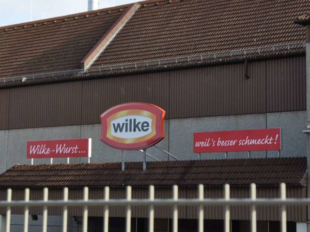 Skandal um Wilke-Wurst:Alte Lebensmittel lagern in einer Halle in Kassel - Kritik an spärlichen Informationen