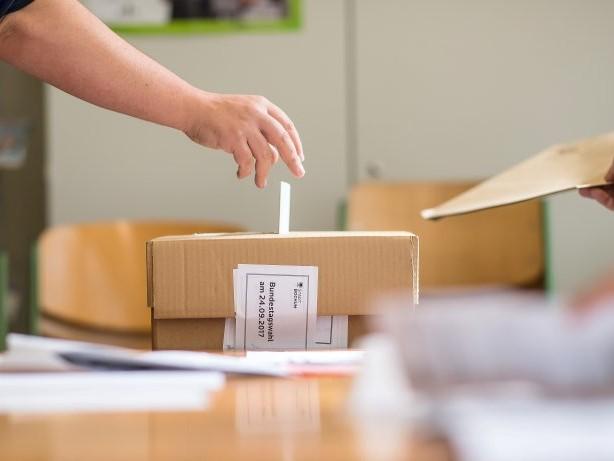 Liveblog : Teilweise Schlangen vor den Wahllokalen in Berlin
