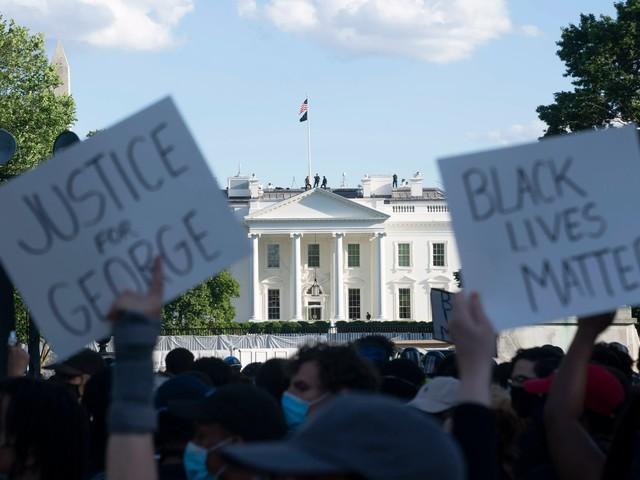 """Stadt Washington lässt """"Black Lives Matter"""" hinter das Weiße Haus malen"""