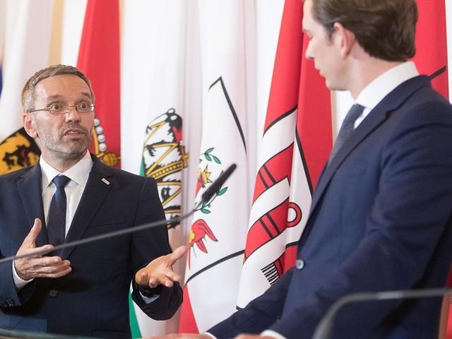 Auch bei geringfügigen Straftaten - FPÖ will kriminelle Asylbewerber abschieben – darum greift Kanzler Kurz nicht ein
